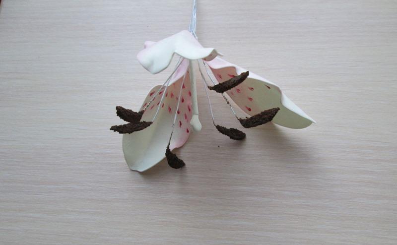 Цветок лилии из фоамирана, пошаговое фото сборки
