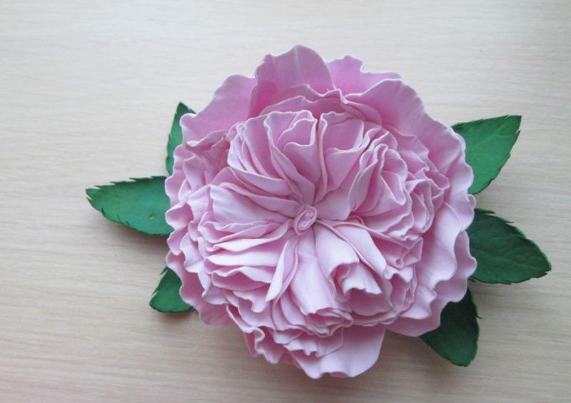 Фото пионовидной розы, изготовленной своими руками из фоамирана.