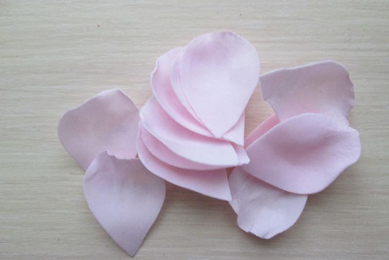 Маленькие розы из фоамирана, фото