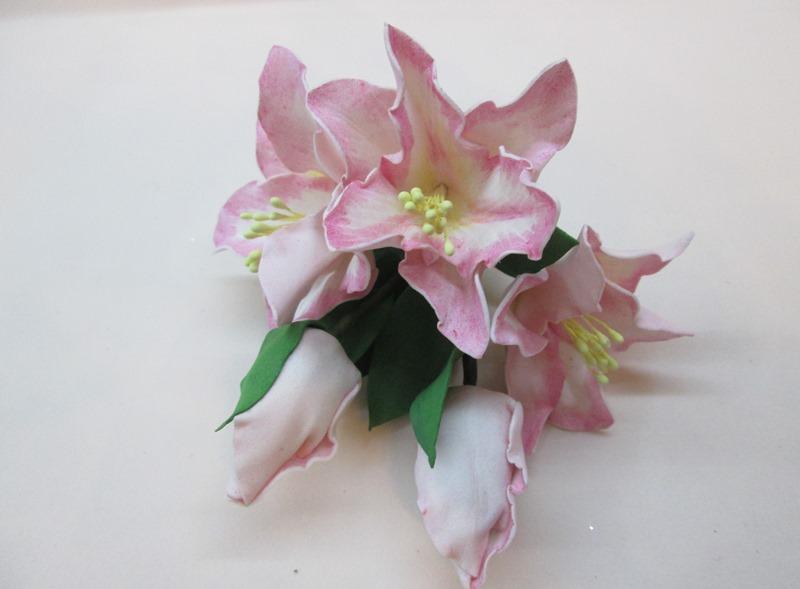 Маленькая лилия из фоамирана, фото