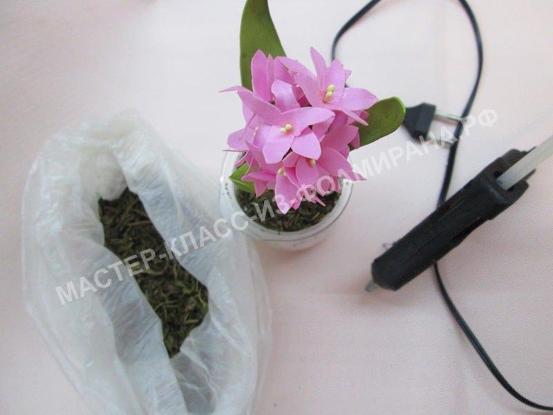крепление цветочка в горшок