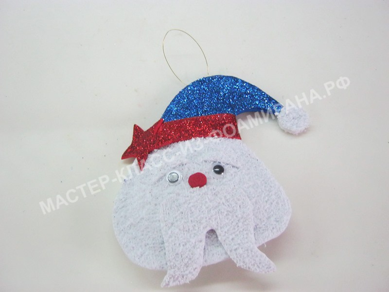 Новогодняя игрушка из фоамирана Дед мороз