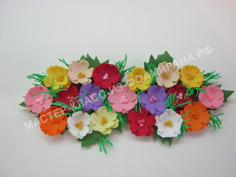 Женский галстук-бабочка с цветами из фоамирана