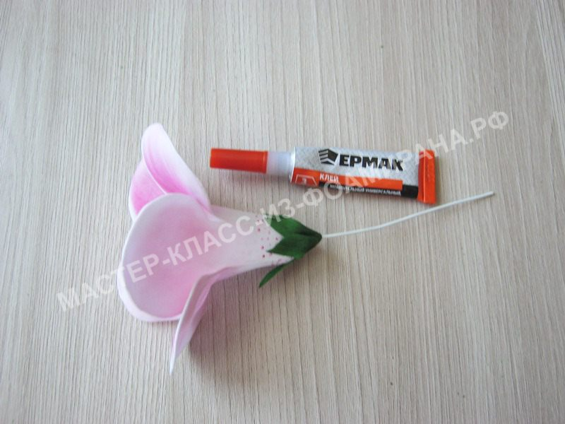 подклеивание чашелистика к цветку