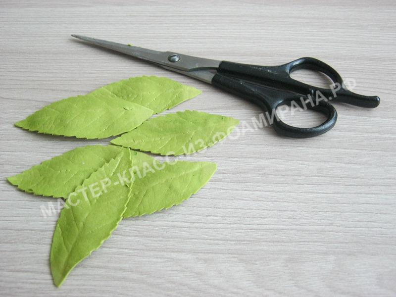 вырез зубчиков на листочках