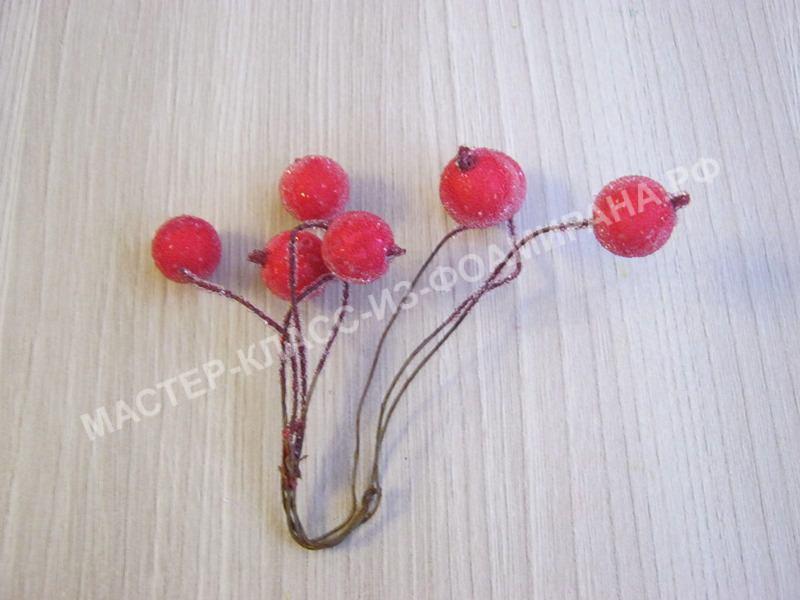 берем заснеженные ягодки