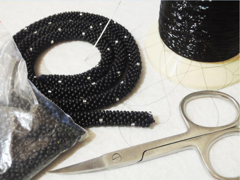 Как сплести держатель для кулона из бисера (шахматное плетение)?
