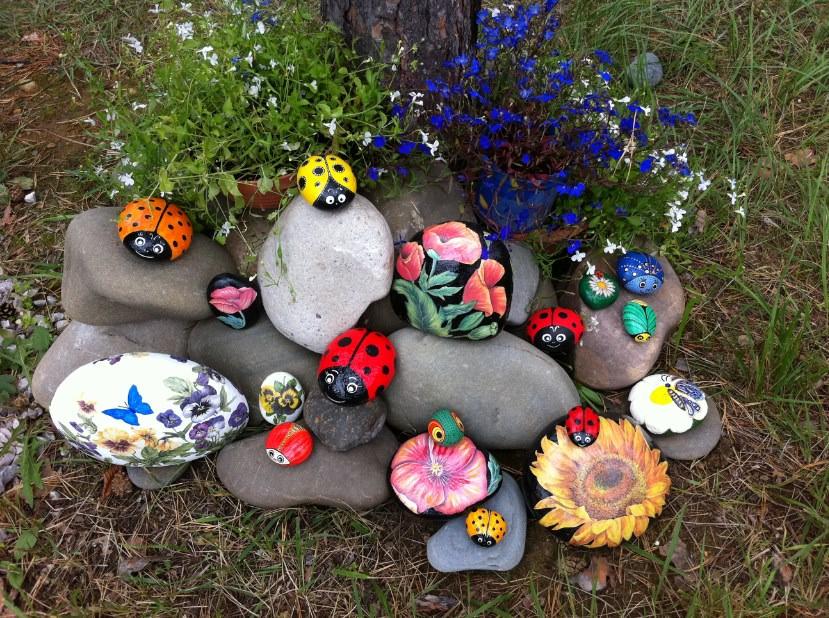 Расписные камни в вашем саду
