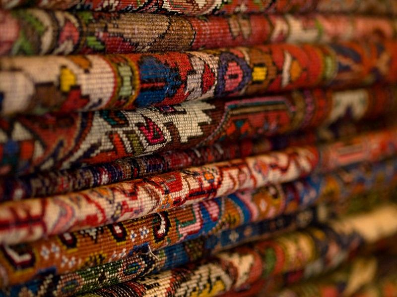 Преимущества ковров на стенах: Самый популярный декор 20 века