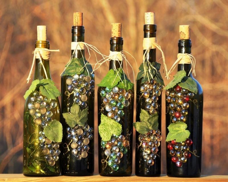5 красивых поделок из стеклянных бутылок, которые помогут украсить дом