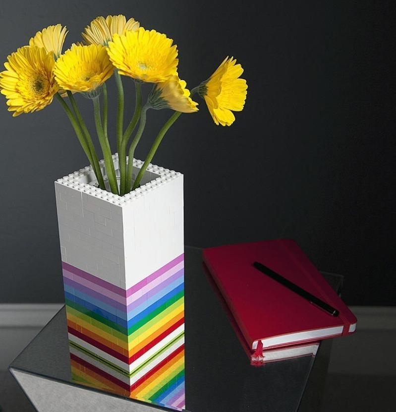 5 поделок из конструктора Лего для пользы и красоты вашего дома