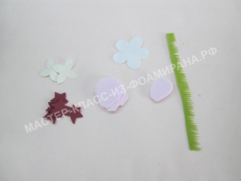 вырезаем лепестки для цветков