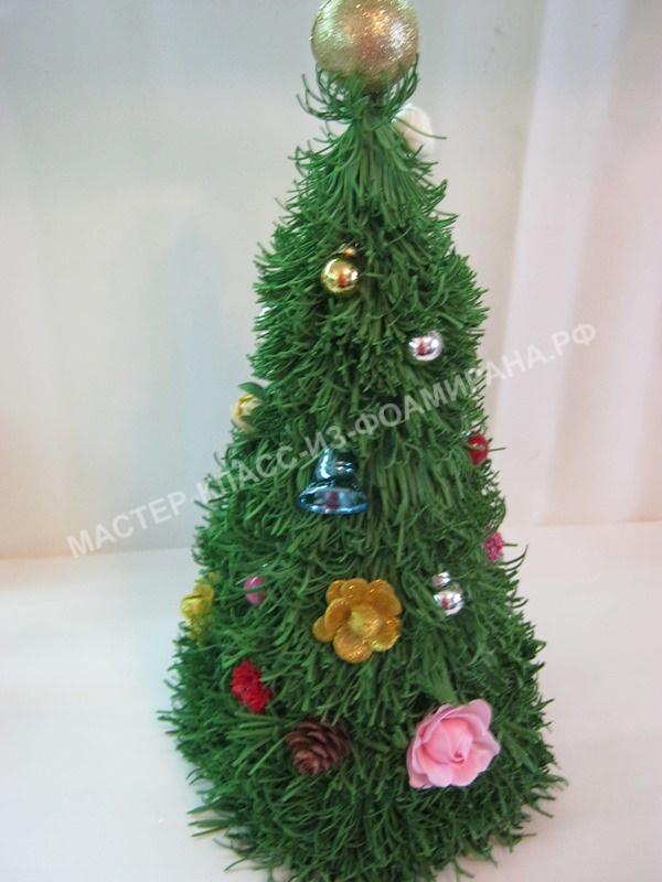 украшаем елку сделанными цветами из фоамирана