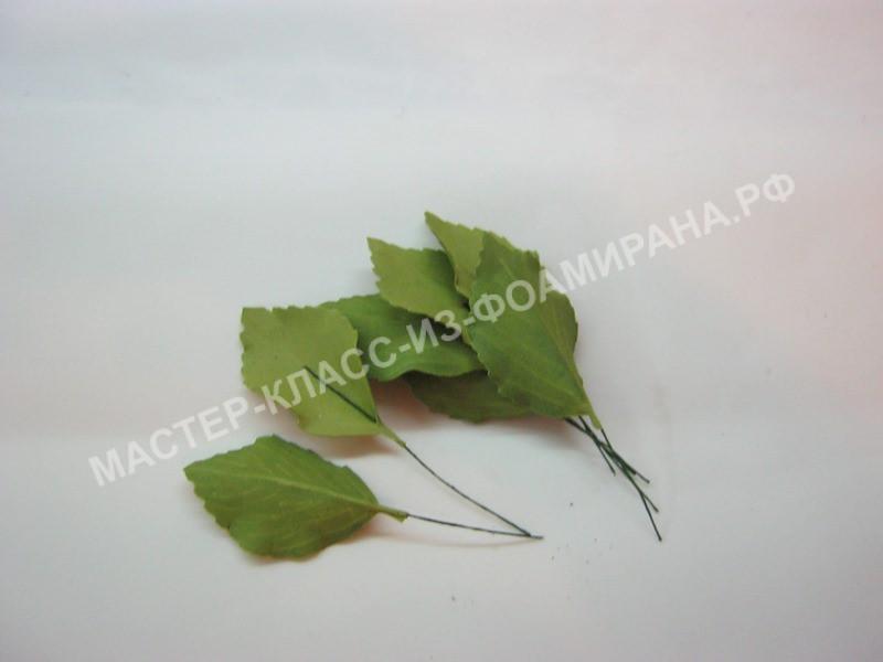 приклеивание проволоки к листьям
