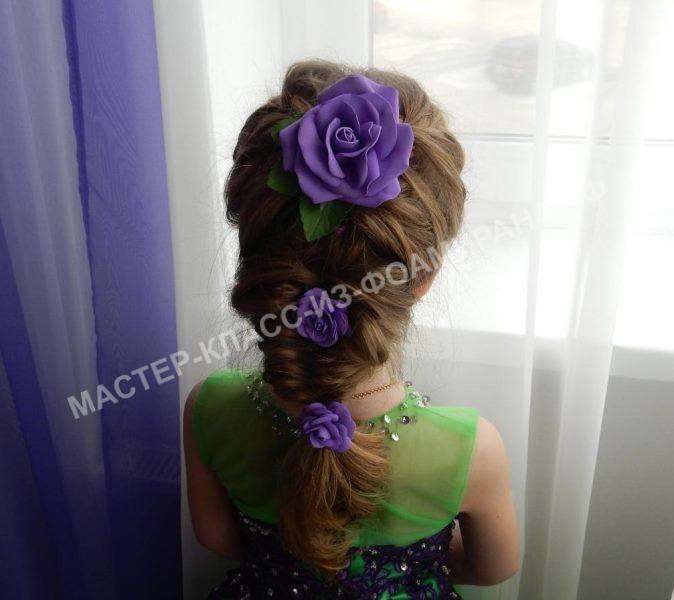 Детская прическа на выпускной в садик с цветами из фоамирана