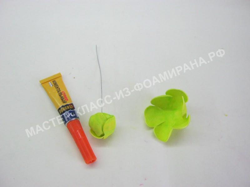 формирование бутона лютика